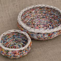 Picture of More Newspaper Basket Weaving Ideas upcycled crafts Weaving Baskets With Newspaper Upcycled Crafts, Recycled Paper Crafts, Recycled Magazines, Handmade Crafts, Handmade Rugs, Recycled Magazine Crafts, Handmade Ideas, Repurposed, Recycle Newspaper