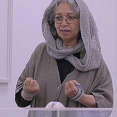 حسینی فارغ التحصیل رشتهی نقاشی از دانشگاه تهران است. سی ودو نمایشگاه فردی در ایران، امریكا، آلمان، سوئد و دوبی داشته و در دوازده نمایشگاه گروهی در ایران، آلمان و دوبی شرکت کردهاست. همانطور که هنر انتزاعی را خوب میشناسد و آن را به شیوهی خودش و به شکلی مینیمال ارائه میکند، نقاشی فیگوراتیو را هم در بهترین و شخصی ترین شکلِ آن ارائه میدهد. پرترههای شهلا حسینی خاصو جاندار اند و او در پرداختِ مینیاتوریِ آنها چیزی کم نمیگذارد