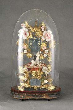 Globe de mariée à base ovale, la garniture composée d'une structure