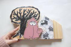 Decorazione da mensola a forma di casette in legno, un grande albero e Cappuccetto Rosso di IlluminoHomeIdeas su Etsy