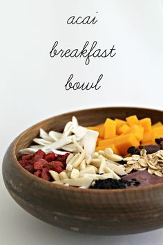 Acai Superfood Breakfast Bowl - gorgeous + tasty looking! Superfood Recipes, Smoothie Recipes, Smoothies, Breakfast Bowls, Breakfast Recipes, Fried Banana Recipes, Nutrient Rich Foods, New Recipes, Recipies