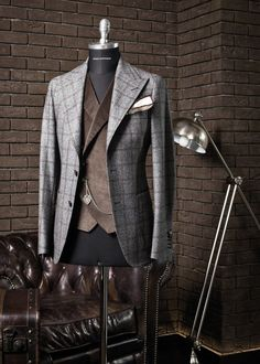 Tagliatore fall and winter 2014 - Go bold with patterns As an inspiration boost for the weekend a quick look into the fall and winter collection for this season by Italian Tagliatore. Sharp Dressed Man, Well Dressed Men, Mens Fashion Suits, Mens Suits, Style Costume Homme, Mode Costume, Elegant Man, Mode Chic, Fashion Moda