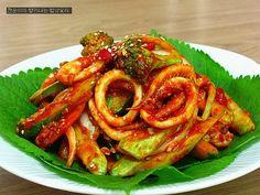 [오이오징어초무침]새콤달콤 쫄깃하게~맛있는 오징어초무침 만들기 - 요리조리쿡쿡 - ◐ 육 가락 (육남매의 정겨운 가락) ◑ Spicy Recipes, Asian Recipes, Cooking Recipes, Ethnic Recipes, Korean Dishes, Korean Food, K Food, Vegetable Seasoning, No Cook Meals