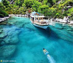 🏊🏼位於安塔利亞著名的海底城克寇瓦,可見沉在海下的古羅馬時期的古蹟。©tourkeyvisuals