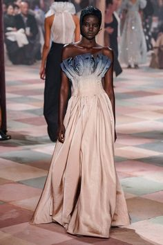 Dior Haute Couture Spring Summer 2019 by Maria Grazia Chiuri. Dior C. Dior Haute Couture, Christian Dior Couture, Style Couture, Dior Fashion, Fashion Week, Runway Fashion, Fashion Models, Fashion Show, Fashion Dresses