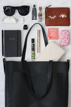 What's In My Bag Source by acesrupp in my bag Purse Necessities, Purse Essentials, What In My Bag, What's In Your Bag, My Bags, Purses And Bags, Fashion Handbags, Fashion Bags, Fashion Accessories