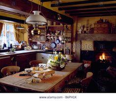Primitive Kitchen, Rustic Kitchen, Country Kitchen, Kitchen Dining, Kitchen Decor, English Cottage Kitchens, English Cottage Style, French Country Cottage, Cosy Interior