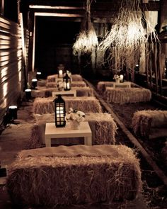 Wedding Barn Ideas Rustic Chic Hay Bale Seating 60 Ideas For 2019 Thanksgiving Table Settings, Thanksgiving Decorations, Diy Thanksgiving, Thanksgiving Tablescapes, Elegant Wedding, Rustic Wedding, Fall Wedding, Trendy Wedding, Magical Wedding