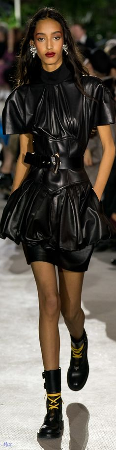 2020 Fashions Womens and Man's Trends 2020 Jewelry trends – 2020 Womens fahsions trends and 2020 man's trends fahsion Fashion Week, Fashion Show, Fashion Outfits, Womens Fashion, Fashion Design, White Fashion, Leather Fashion, Luxury Fashion, Nicolas Ghesquière