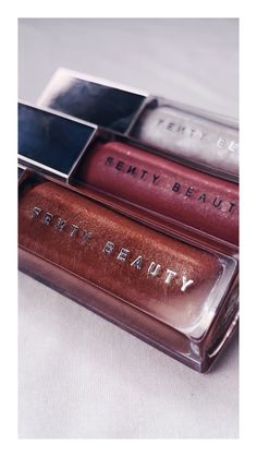 Fenty Beauty Gloss - Make Up 2019 Makeup Brush Storage, Makeup Brush Cleaner, How To Apply Lipstick, How To Apply Makeup, Natural Makeup For Teens, Diy Nails Stickers, Eyelash Sets, How To Clean Makeup Brushes, Makeup Brands