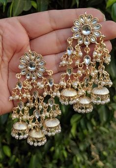 Indian Bridal Jewelry Sets, Indian Jewelry Earrings, Fancy Jewellery, Indian Jewellery Design, Jewelry Design Earrings, Stylish Jewelry, Jewelery, Jewelry Box, Jewelry Findings