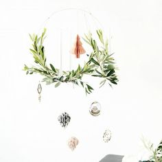 Add some charm to your home & leave your guests dazed with awe by making a simple yet stunning hanging wreath