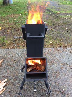 rocket stove and grill ile ilgili görsel sonucu Garden Fire Pit, Fire Pit Backyard, Survival Stove, Survival Prepping, Rocket Stove Design, Bbq Stand, Prepper Food, Beef Brisket Recipes, Outdoor Fireplace Designs