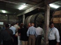 Distinguidos visitantes de la Camará Nacional de la industria de las Artes Gráficas visitando la tenería Santamaría
