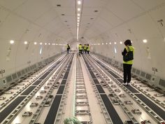 Inside Lufthansa's Cargo's brand new Boeing 777 freighter at the Boeing factory in Seattle. pic.twitter.com/7QAEUMZ0ic