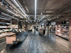 A well-balanced palette of hues adds a playful depth to the design of the 3,600 sqm. space. As said, Oberpollinger's The Storey caters to young consumers, and obviously it stocks a wide range of men's and women's products that specifically appeal to this group.