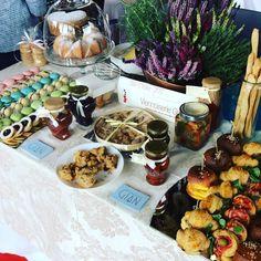 La proposta di @viennoiserie_gian menzione speciale presentazione guida Bar d'Italia del Gambero Rosso #30annigambero #bar2017GR Pulled Pork, Connect, Cheese, Bar, Ethnic Recipes, Food, Proposal, Italia, Shredded Pork