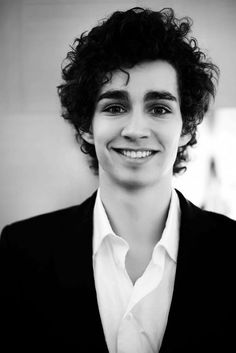 Robert Michael Sheehan (7 January 1988) - Irish actor
