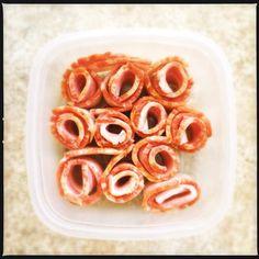 Dica para guardar o bacon em fatias que não foi usado: enrole as fatias individualmente e guarde em um pote no freezer. Na hora de usar é só pegar quantas se deseja. Sem desperdício e sem trabalho! #malasepanelas #dicadecozinha #cozinhapratica #cozinhafacil #fotodecomida #bacon #foodporn #instagood #baconlove