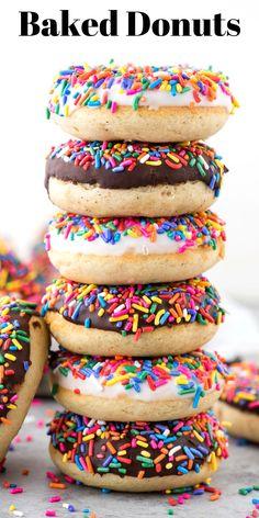 Oven Baked Donut Recipe, Easy Donut Recipe, Baked Donuts, Doughnuts, Chocolate Donuts, Chocolate Glaze, White Chocolate, Delicious Donuts, Delicious Desserts