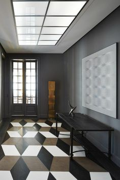 Geometric Floor, Brown White and Black, and Dark Dove Gray Eggshell Wall Color. Apartment Foyer Remodel, by Sarah Lavoine, Interior Design. // We just can't get enough of these floors! Interior Desing, Interior Inspiration, Interior Architecture, Interior And Exterior, Floor Design, House Design, Design Studio, Herringbone Wood Floor, Ideas Hogar