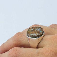 Deixa qualquer roupinha básica poderosa! Anel em prata 925 e druza de opala. R$250. #silver #prata #pedrasnaturais #joiasartesanais #orubejoias #aneis