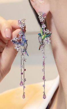 Moon Earrings / Crescent Moon Diamond Earring Studs in Gold/ Crescent Moon Earrings / Moon Gold Earrings / Mini Studs Earrings - Fine Jewelry Ideas Ear Jewelry, Cute Jewelry, Unique Jewelry, Jewelry Accessories, Jewelry Design, Silver Jewelry, Jewelry Crafts, Turquoise Jewellery, Jewelry Stand