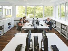 USM Haller Table for Shared Workstations Modular Furniture, Office Furniture, Furniture Design, Home Office, Office Workstations, Office Desks, Comfortable Office Chair, Work Station Desk, Co Working