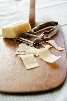 parmesan - passer til linsesuppe Parmesan, Camembert Cheese, Dinners, Dairy, Food, Dinner Parties, Food Dinners, Eten, Dinner