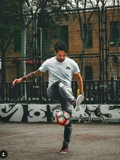 Isco Alarcon Isco Real Madrid, Best Football Team, Madrid Football, Pure Football, Football Players, Street Football, Antoine Griezman, Isco Alarcon, Football Pictures