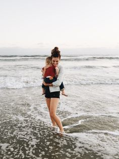 Blogger Mary Lauren Gunn takes a quick dip in denim at the beach with her little one. #LevisKids