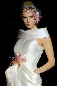Isabel Zapardiez Joan Rivers, Red Carpet, Fashion Shoes, How To Wear, Dresses, Vogue Spain, New York Fashion, Walkway, Seasons
