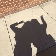 Shadow of throwing SAO sign Best Friend Pictures, Bff Pictures, Shadow Photography, Photography Poses, Aesthetic Photo, Aesthetic Pictures, Korean Best Friends, Shadow Pictures, Shadow Pics