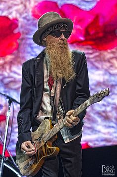 Billy Gibbons with a Gretsch Jupiter Thunderbird. He's the epitome of cool! Love the look and all! Rock Roll, Rock N Roll Music, Music Icon, My Music, Metallica, Tony Iommi, Jimi Hendricks, Hard Rock, Heavy Metal