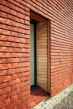 Image 16 of 28 from gallery of James Macdonald Wright and Niall Maxwell's Caring Wood Wins 2017 RIBA House of the Year. Photograph by Heiko Prigge House Cladding, Exterior Cladding, Cladding Design, Cladding Systems, Architecture Details, Modern Architecture, James Macdonald, Clay Roof Tiles, Brick And Stone
