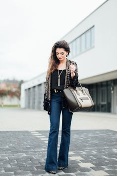 outfit-celine-luggage-flared-jeans