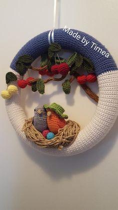 Crochet Wreath, Crochet Baby Toys, Crochet Birds, Cute Crochet, Beautiful Crochet, Crochet Flowers, Knit Crochet, Crochet Decoration, Crochet Home Decor