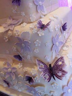 Purple butterfly wedding cake Butterfly Wedding Cake, Butterfly Party, Purple Butterfly, Baby Christening Cakes, Purple Cakes, Shades Of Purple, 50 Shades, All Things Purple, Pretty Cakes