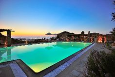 Notre expérience est basée sur la demande de clients vivants en dehors de la Grèce. Nous choisissons des biens qui répondent aux demandes de personnes désirant s'installer en Grèce ou désirant avoir un bien immobilier pour leurs vacances, comme une maisons traditionnelle grecque, une bergerie, une villa ou une villa de luxe. Notre offre se situe sur différentes îles grecques comme Mykonos, Paros, Tinos et Kea pour citer quelques îles des Cyclades