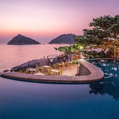 Here's your difficult choice for the day: would you watch this amazing sunset in the infinity pool or as a backdrop during dinner? #infinitypool #pool #vacation #dinner #romance #sunset #Thailand #paradise #travel #seetheworld #itravel2000 #instatravel #travelgram #nofilter