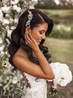Bridal Hair Down, Wedding Hair Down, Bridal Hair And Makeup, Hair Makeup, Wavy Bridal Hair, Vintage Bridal Hair, Wedding Hair And Makeup Brunette, Veil Hair Down, Wedding Hair Tips