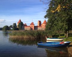 Trakai-boats.jpg (750×600)