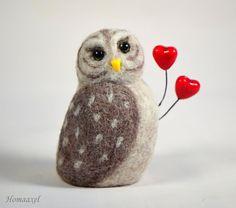 Needle felted Valentine owl by Krupennikova Oxana. Войлочная игрушка сова-валентинка, Крупенникова Оксана.