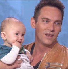 Jonathan Rhys Meyers with son Wolf #jonathanrhysmeyers #jrm credit @The Sun