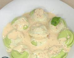 Sorrentinos verdes de ricota con salsa de quesos