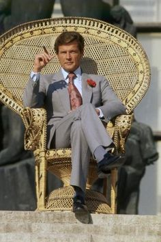 Sir Roger Moore as James Bond, in The Man With The Golden Gun directed by Guy Hamilton Roger Moore, Style James Bond, Elizabeth Taylor, The Saint Tv Series, Sinclair, Best Bond, Bond Cars, Tony Curtis, Z Cam