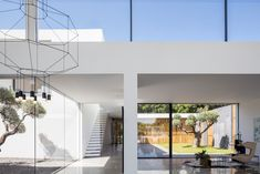Pitsou Kedem Architects has completed a family home in Israel featuring living areas flanked by glazed walls that look out onto private courtyards High Ceiling Living Room, Pitsou Kedem, Public Architecture, Amazing Architecture, Interior Styling, Interior Design, Glazed Walls, Internal Courtyard, Luxury Homes
