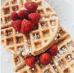 How to Make Homemade Chocolate Ice-cream Waffles in 5 Simple Steps Waffle Toppings, Waffle Recipes, Homemade Chocolate Ice Cream, Steamed Sweet Potato, Healthy Waffles, Protein Waffles, Waffle Ingredients, Homemade Waffles, Belgian Waffles