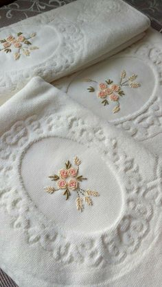Bullion Embroidery, Towel Embroidery, Basic Embroidery Stitches, Hand Embroidery Art, Embroidery On Clothes, Embroidery Flowers Pattern, Machine Embroidery, Diy Crafts And Hobbies, Bordado Popular