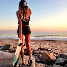 Love longboards, sunsets and nice butts